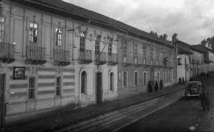 Edificio municipal, Gobernación y colegio Bolívar